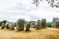 Den Almendres cromelechen, i Ã-‰ vora, Portugal, det viktigast i Iberiska halvön Arkivfoto