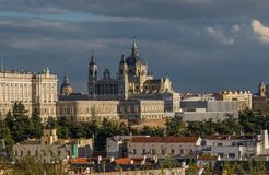 Den Almudena domkyrkan, Madrid spain royaltyfria bilder