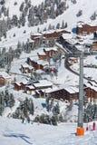 den alpina semesterorten skidar sikt Arkivbilder