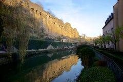 Den Alzette dalen i den gamla staden av Luxembourg-staden Arkivbilder