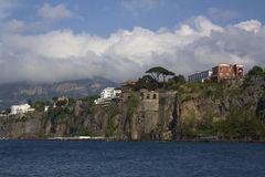 Den Amalfi kusten på Sorrento, Italien Arkivfoton