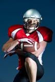 Den amerikanska fotbollsspelaren Portrait ser direkt in i kamera Arkivfoto