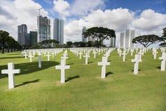 Den amerikanska minnes- kyrkogården med byggnader i bakgrund, Manila, Filippinerna arkivbild