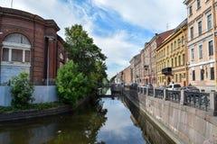 Den Amiralitetet kanalinvallningen i St Petersburg Arkivbilder