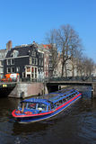 Den Amsterdam kanalen turnerar fartyget Royaltyfri Bild