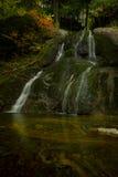 Den annan Moss Glen Falls i höst royaltyfria bilder