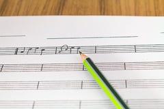 den anslags- instrumentmusikalen bemärker spelrum Royaltyfri Foto