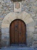 Den antika dörren i Andorra arkivbild