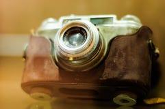 Den antika fotografikameran i museum ställer ut Arkivfoton