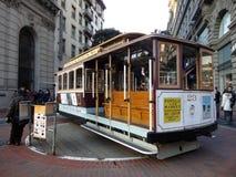 Den antika kabelbilen på Powell Street Turntable som bilen är turne Fotografering för Bildbyråer