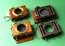 Den antika kameran stänger med fönsterluckor Royaltyfria Bilder