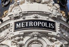 Den antika metropolisen undertecknar in Madrid Royaltyfri Fotografi