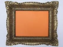 Den antika ramen målade guld på en orange bakgrund Royaltyfri Fotografi
