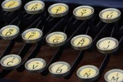 Den antika skrivmaskinen stämmer closeupen Royaltyfri Bild