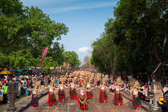 Den Apsara dansen i Phanom ringde festival i Thailand 2014 Royaltyfri Bild