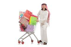 Den arabiska mannen som gör shopping på vit Arkivfoton