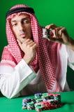Den arabiska mannen som spelar i kasinot Fotografering för Bildbyråer