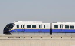den arabiska monorailen för dubai emiratesjumeirah gömma i handflatan enigt Arkivfoton