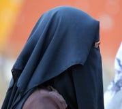 Den arabiska palestinska kvinnan skyler in Gazaremsan Fotografering för Bildbyråer