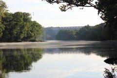 Den Arkansas River banken på Murray Lock och fördämningen - 2 Royaltyfri Fotografi