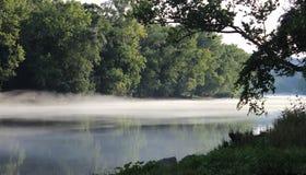 Den Arkansas River banken på Murray Lock och fördämningen - 5 Arkivfoton