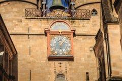 Den arkitektoniska detaljen av den stora klockan kallade också det Porte helgonet Arkivbild