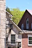 Den arkitektoniska sikten av det 18th woolen århundradet maler uppsättningen i den lantliga staden av Harrisville, New Hampshire, Royaltyfri Fotografi
