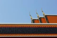 Den arkitektoniska skönheten på taktemplet i Thailand Royaltyfria Bilder