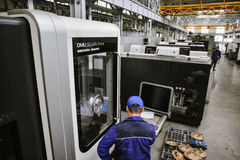Den Armalit fabriken producerar skepparmaturen för skeppsbyggeriföretag Fotografering för Bildbyråer