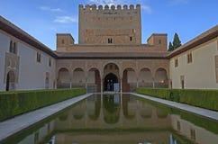 Den Arrayanes borggården i Alhambra, Granada, Spanien Royaltyfri Bild