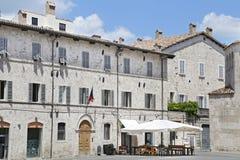 Den Arringo fyrkanten är den äldsta monumentala fyrkanten av staden av Ascoli Piceno Royaltyfria Bilder
