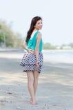 den asiatiska attraktiva stranden tycker om kvinnan Arkivfoton