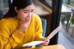 Den asiatiska flickaöverraskningen! royaltyfria foton