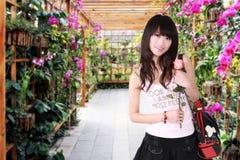 den asiatiska flickan steg Fotografering för Bildbyråer
