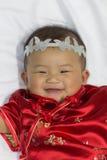 Den asiatiska gulliga nyfödda flickan behandla som ett barn Fotografering för Bildbyråer