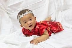 Den asiatiska gulliga nyfödda flickan behandla som ett barn Royaltyfria Bilder
