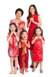Den asiatiska kinesiska familjen firar kinesiskt nytt år Royaltyfri Bild