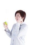 Den asiatiska kvinnan har hyper-känsliga tänder Royaltyfri Fotografi