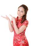 Den asiatiska kvinnan introducerar Fotografering för Bildbyråer