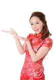 Den asiatiska kvinnan introducerar Royaltyfri Fotografi