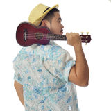 Den asiatiska mannen bär ukulelet arkivfoto