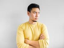 Den asiatiska mannen tänker Arkivfoto
