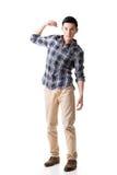Den asiatiska unga grabben bär eller tar något Fotografering för Bildbyråer