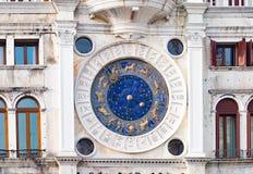Den astrologiska klockan i St-fläckar kvadrerar, Venive Arkivbilder