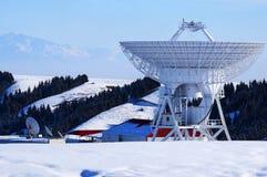 Den astronomiska observatoriet i djupen av de tianshan bergen Royaltyfri Bild