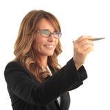 Affärskvinnan med skrivar Arkivfoton