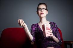 Den attraktiva caucasian flickan i hennes 30 sköt i studio Royaltyfri Foto
