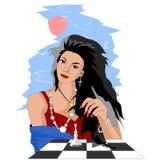 Den attraktiva flickan som spelar schack i gården, ser hon honom stock illustrationer