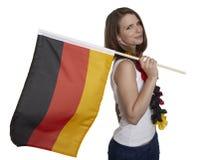 Den attraktiva kvinnan visar den tyska flaggan arkivbild