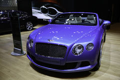 Bentley kontinental GT rusar cabrioleten som ställas ut på New York den Auto showen Royaltyfria Foton
